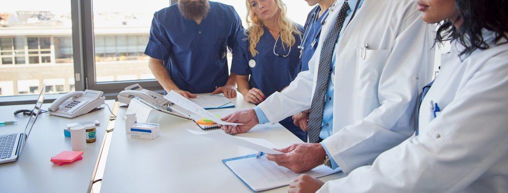 Protocolos en atencion sociosanitaria: diseño, elaboracion, implantacion y evaluación